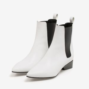 UTERQUE | NWOT | Leather Ankle Booties